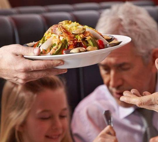 restaurant waiter table service